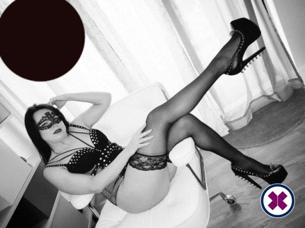 Mistress Poshtotti  is a high class English Escort London