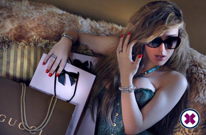 Abbiella is een knappe en geile Egyptian Escort van Westminster